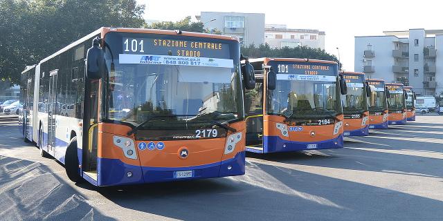 Entrano in servizio altri 51 nuovi bus per l'Amat