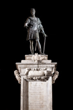 Nuova Illuminazione per la statua di Carlo V a piazza Bologni