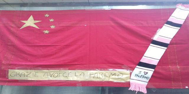 """Al Capo spunta la bandiera cinese: """"Grazie a voi ce la faremo"""""""