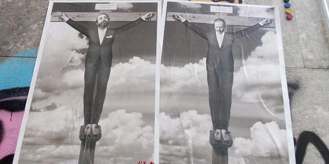 Affissi manifesti con Falcone e Borsellino crocifissi