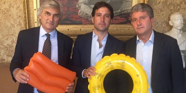 """Ferrandelli regala salvagenti a sindaco e presidente del Consiglio: """"Serve manutenzione"""""""