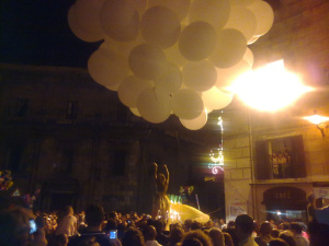 Danzatrice acrobata a piazza Marina