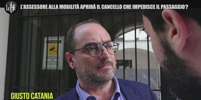 """Giusto Catania """"pizzicato"""" da Le Iene per il cancello che chiude cortile degli Schiavi"""