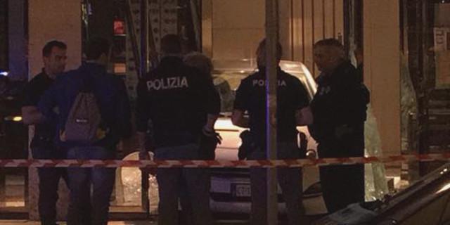 Auto contro la vetrina di Gucci in via Libertà