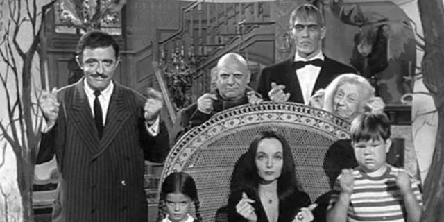 """Orlando annuncia servizi per le famiglie, la foto è de """"La famiglia Addams"""""""