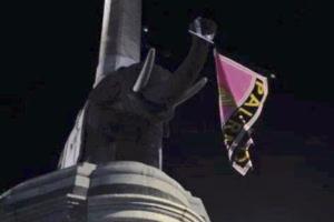 """Il """"Liotru"""" con la bandiera rosanero"""