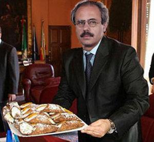 Raffaele Lombardo e i cannoli