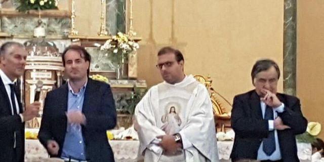 Orlando porta Micari in chiesa, è polemica