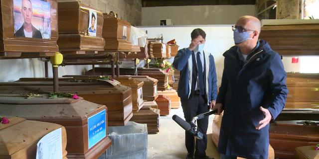 Minutella e Ferrandelli ai Rotoli filmano lo scandalo delle bare insepolte