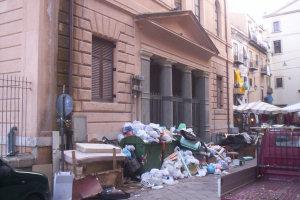 Munnizzaworld a piazza degli Aragonesi