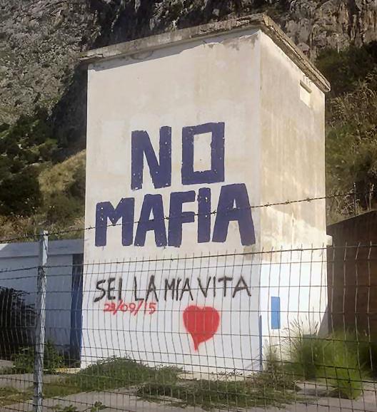 """Imbrattata la casetta """"No mafia"""" tra Capaci e Isola delle Femmine"""
