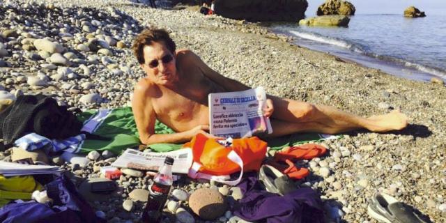 """Crocetta """"risponde"""" a Vecchioni con una foto al mare a dicembre"""