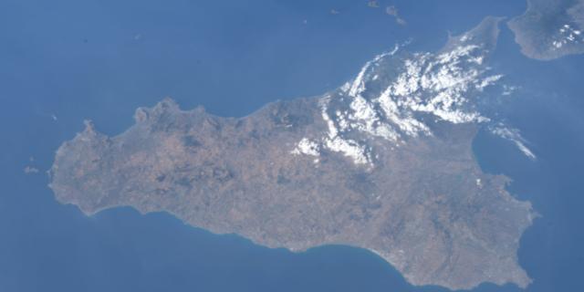 """La prima foto della Sicilia dallo Spazio dalla missione """"Beyond"""""""