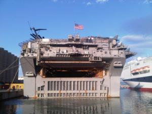 Portaerei USS Bataan al porto di Palermo