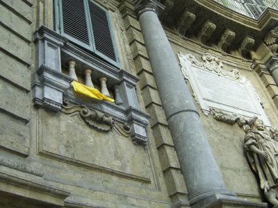 Bandiera del Vaticano ai Quattro Canti