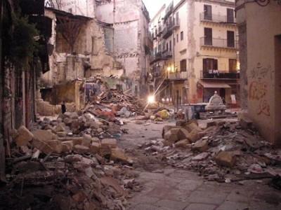 Violenza infinita a piazza Garraffello