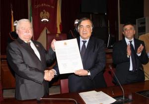 Conferita la cittadinanza onoraria a Lech Wałęsa