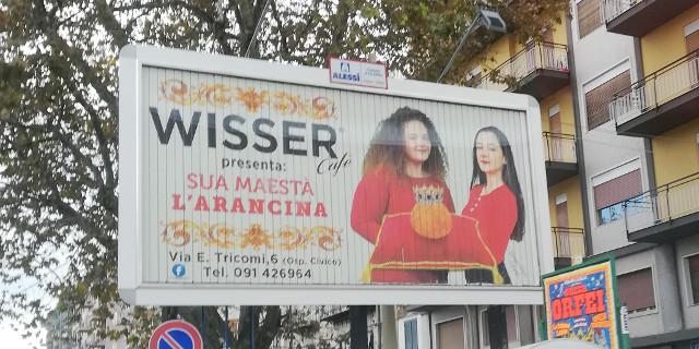 """""""Sua maesta l'arancina"""", in una pubblicità l'arancina ha la corona"""