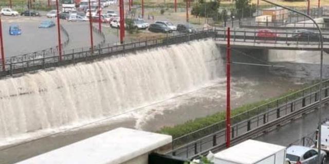 Piove e Palermo si allaga, sommozzatori in azione in viale Regione