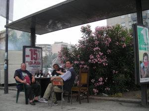 Aspettando l'autobus a Palermo