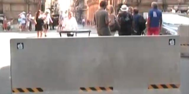 Misure di sicurezza contro il terrorismo: barriere antisfondamento nelle aree pedonali