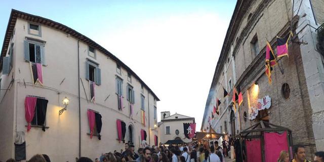 """A Cagli (Pesaro) il """"Palio dell'Oca"""", un quartiere è rosanero"""