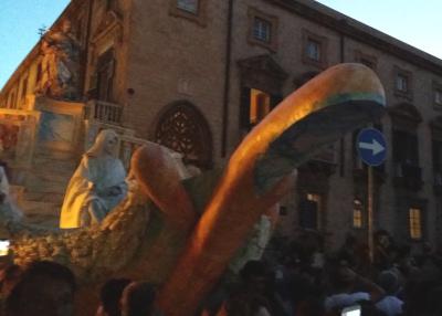 C'è un simbolismo fallico nella sfilata del Festino 2014?