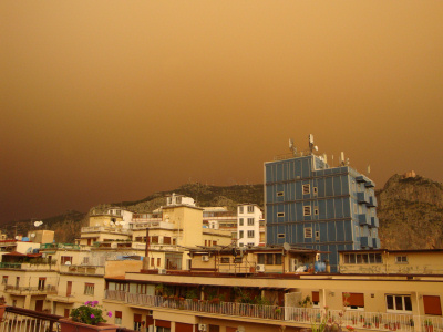 Cielo giallo su Palermo