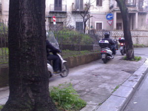 """Corsia di preferenza"" in via Matteo Bonello"