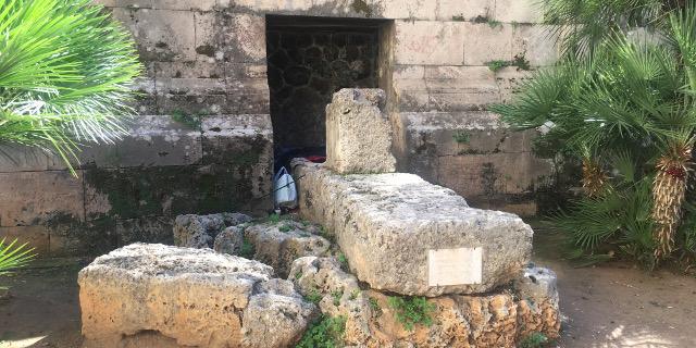 Degrado nel centro storico e ai piedi della chiesa di San Cataldo