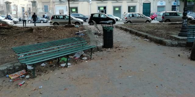 Oh, sant'Onofrio piluso arritrovaci il decoro di Palermo! Urbano e non urbano!!