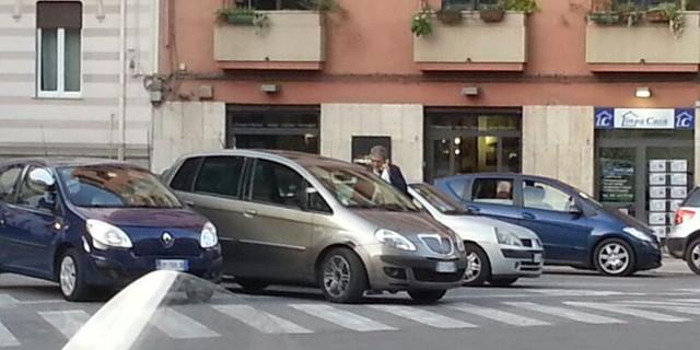 Il comandante dei vigili Messina ancora in divieto di sosta, a piazza Virgilio