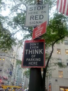 Divieto di pensiero di parcheggio sulla Quinta strada