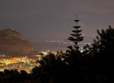 L'eruzione dell'Etna vista da Palermo