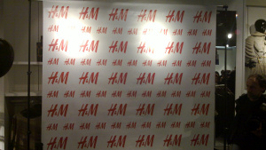 Wall per le foto durante l'inaugurazione di H&M