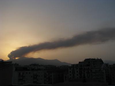 """Bellolampo brucia ancora: """"La nube è vapore acqueo"""""""
