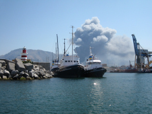 Incendio a Falsomiele dal porto