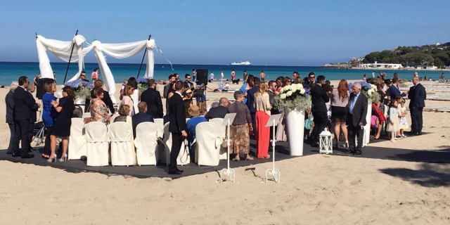 Sposi a Mondello, il matrimonio sulla spiaggia