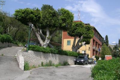 La palazzina della Forestale alle falde di Monte Pellegrino