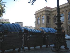 Panorami palermitani: dal sedile marmoreo di piazza Verdi-via Pignatelli Aragona