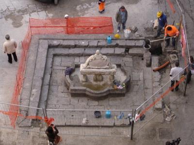 Oggi: fontana piazza Garraffello