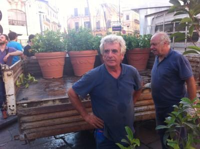 Cittadini a piazza San Domenico a sostegno dell'isola pedonale
