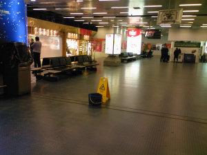Pioggia dentro l'aeroporto