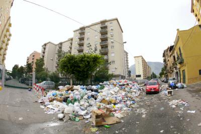 Emergenza rifiuti: ancora raccolta staordinaria, oggi un'ordinanza