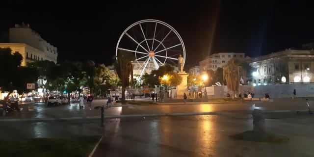 Ruota panoramica di Aperol al Politeama, polemiche sui social