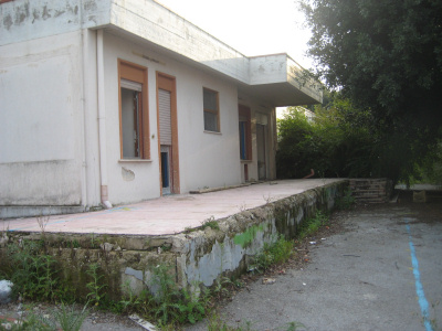Una scuola materna pubblica abbandonata a Pallavicino