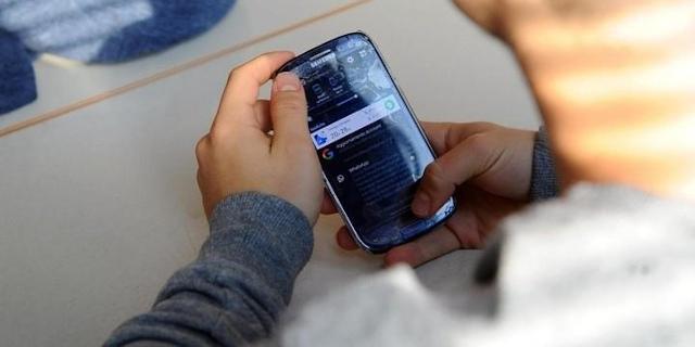 A Cefalù scuola prevede due break-cellulare per inviare messaggi e telefonare