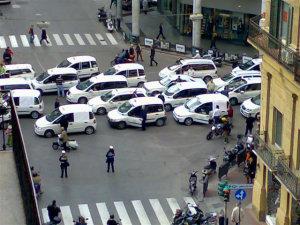 Corteo dei taxi