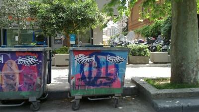 """Cassonetti """"con le ali"""" in via Libertà"""
