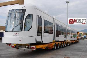 La prima carrozza del tram è al deposito di Roccella